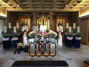 「お寺で家族葬」祭壇の一例