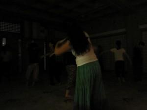 自由に踊る