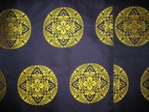 古代紫地八藤黄紋(写真2)
